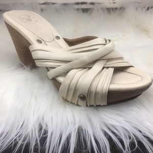 FRYE BOOTS CO, SLIP ON LEATHER SANDALS, IVORY, 7